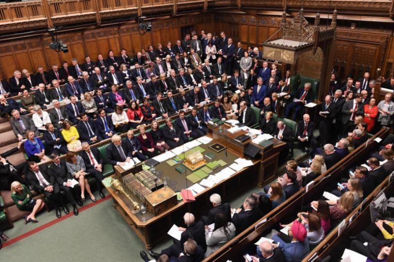 Вперше за 37 років парламент Британії засідає у вихідний: Вирішують долю Brexit