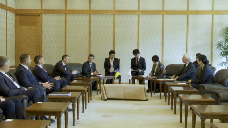 Зеленський зустрівся в Токіо з керівництвом парламенту Японії
