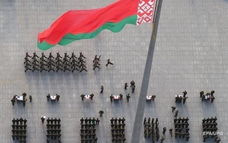 Зеленський: Лукашенко мене запевнив, що на території його країни тільки білоруські військові