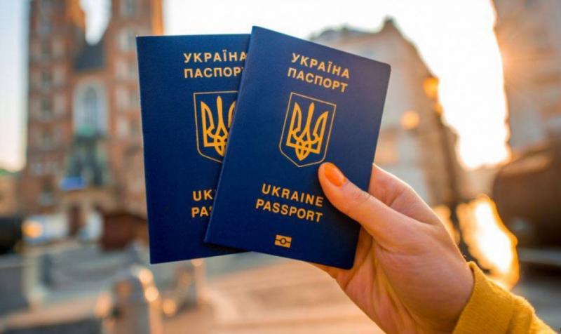 Українці з діаспори повинні отримати право подвійного громадянства, – Кулеба