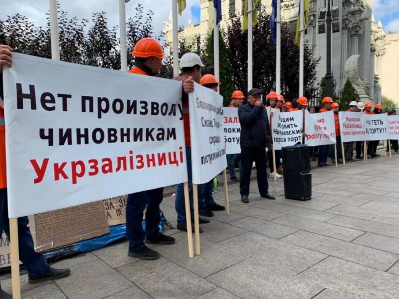 """""""Укрзалізницю"""" звинуватили у блокуванні Миколаївського порту"""