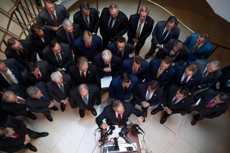Республіканці зірвали свідчення представниці Пентагону у справі Трампа, сталася сутичка