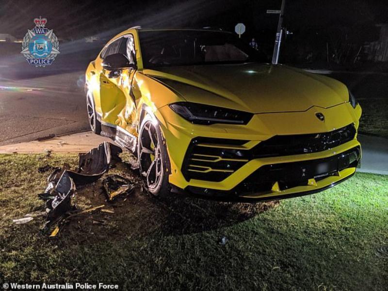 """В Австралії підліток викрав авто та врізався на ньому у """"Lamborghini"""""""