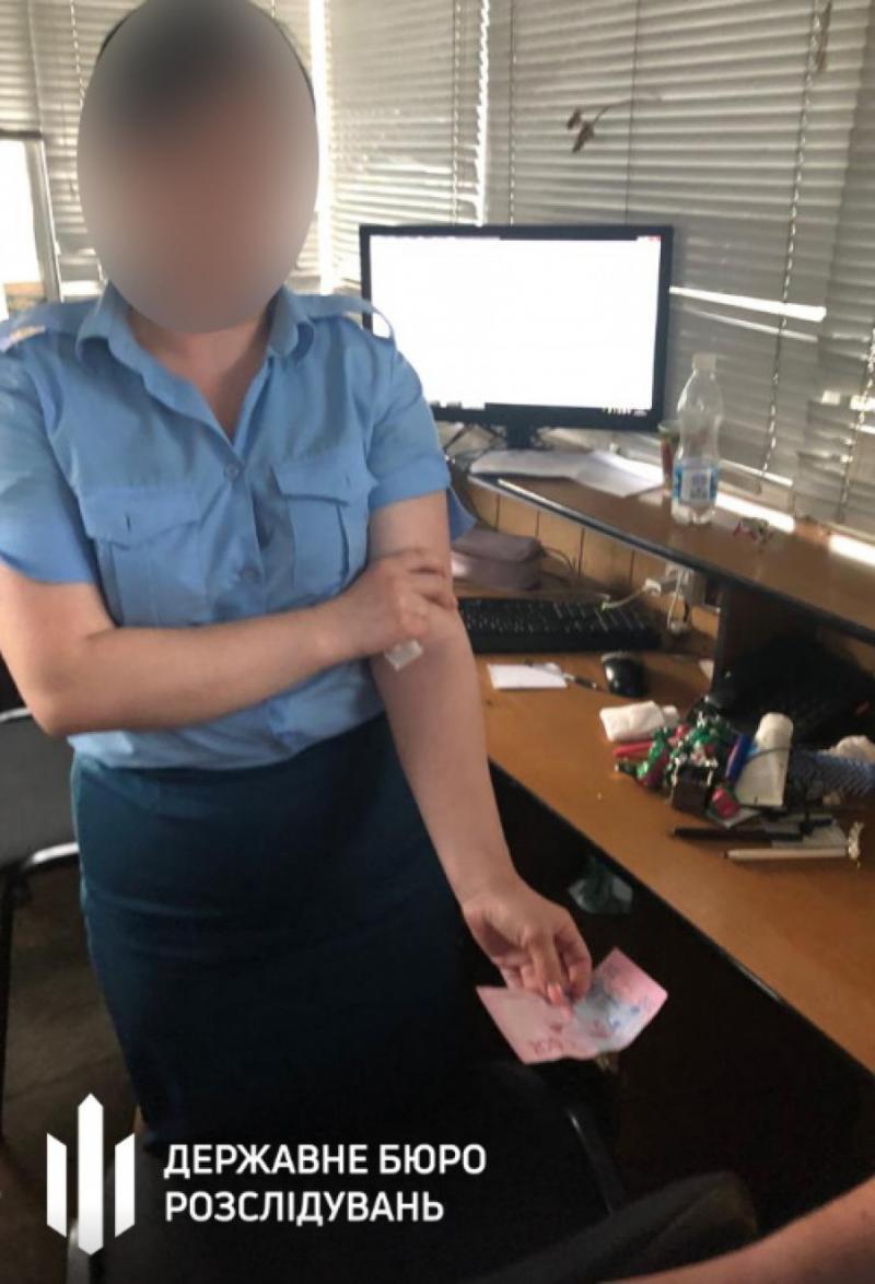 Працівницю митниці судитимуть за отримання хабара від іноземців