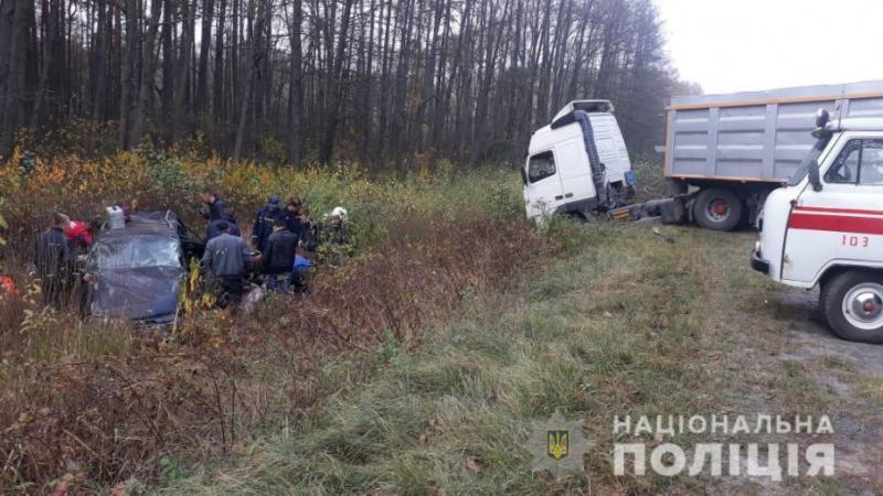 На Волині сталася ДТП за участю вантажівки та легковика, є жертви