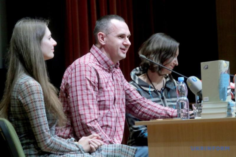 Сенцов презентував книгу, написану в російській тюрмі