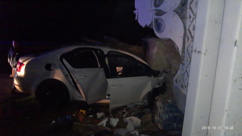 ДТП на трасі Дніпро-Запоріжжя: водій врізався в плиту і загинув під завалами