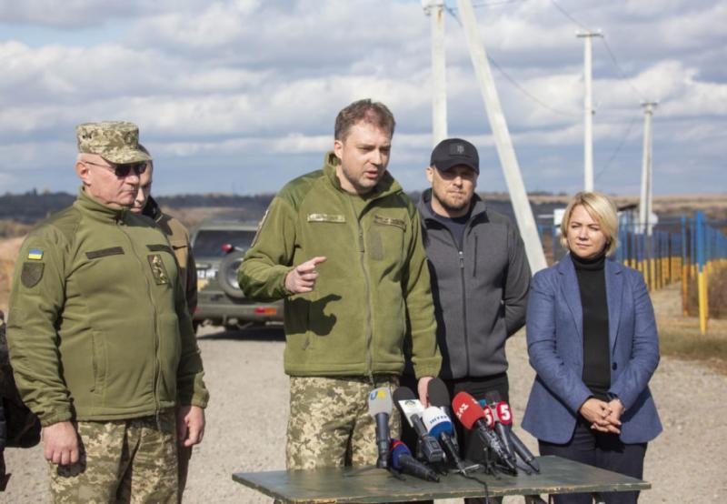 Жителі Золотого підтримують концепцію розведення сил, – міністр оборони