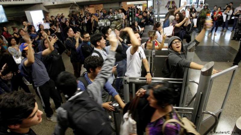 У Чилі оголосили надзвичайний стан через протести щодо подорожчання метро