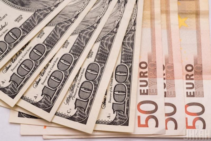 Курси валют у банках: долар - 24,60 гривень, євро - 27,32 гривень
