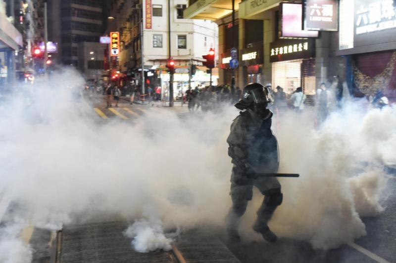 У Гонконзі поновилися протести: Поліція застосувала сльозогінний газ