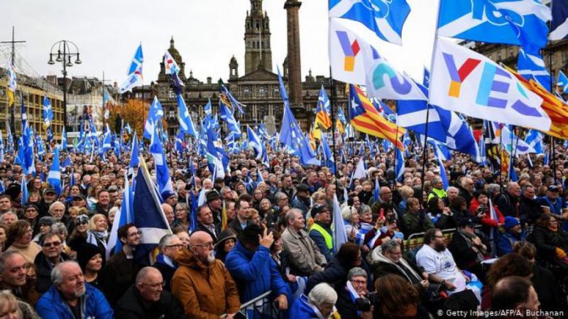 У Шотландії тисячі активістів вийшли на мітинг за незалежність від Великобританії