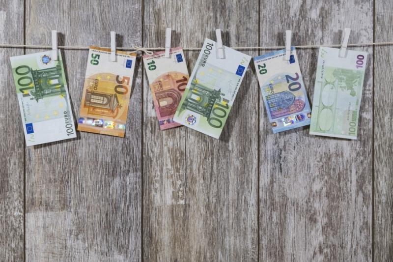 Міжбанк відкрився доларом по 24,69 гривень, євро - по 27,35 гривень