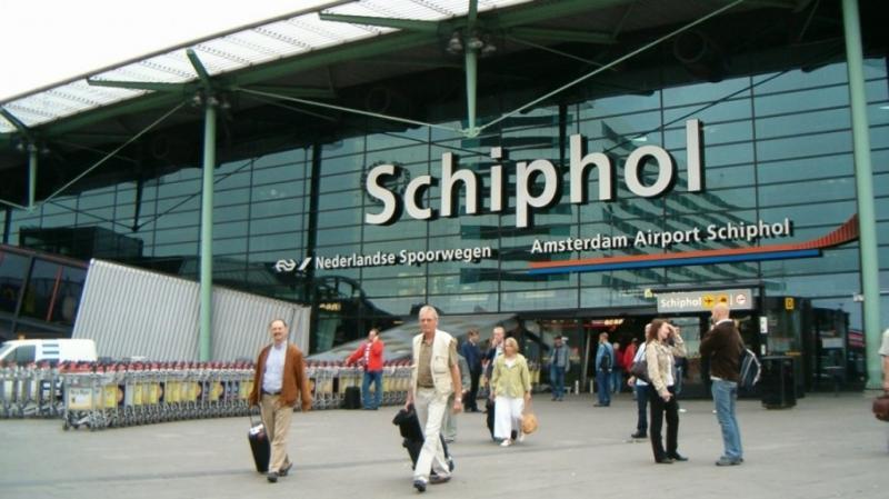 Евакуація в аеропорту Амстердама: кнопку натиснули помилково