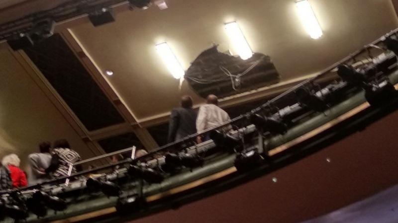 У театрі Пікаділлі під час вистави впала стеля, є травмовані