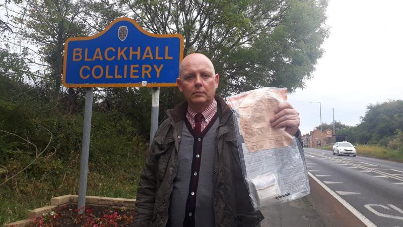 Мешканцям села в Англії вже 5 років підкидають гроші в пакетах