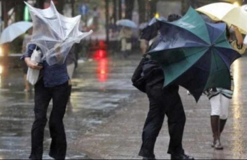 Дощі та вітер: Українців попередили про ускладнення погодних умов