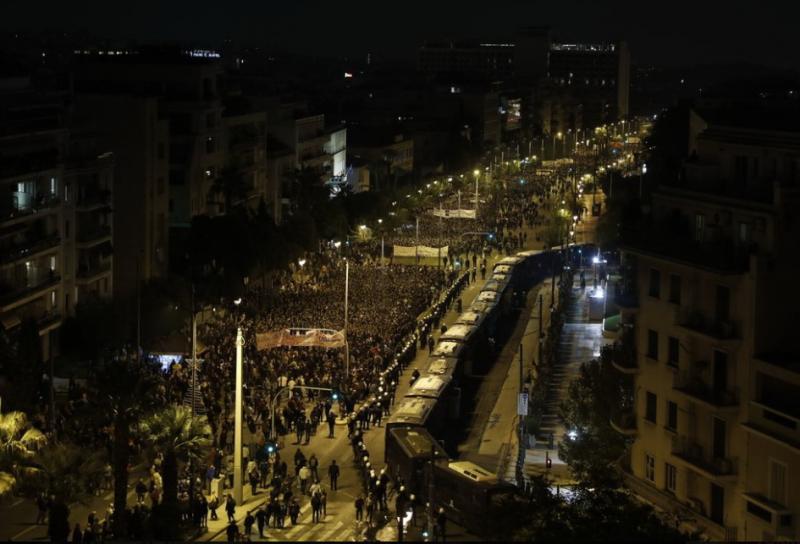 У Греції велелюдно відзначили річницю повстання студентів, десятки затриманих