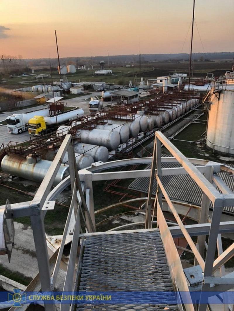 СБУ викрила підпільних виробників пального, які завдали 5 мільйонів євро збитків державі