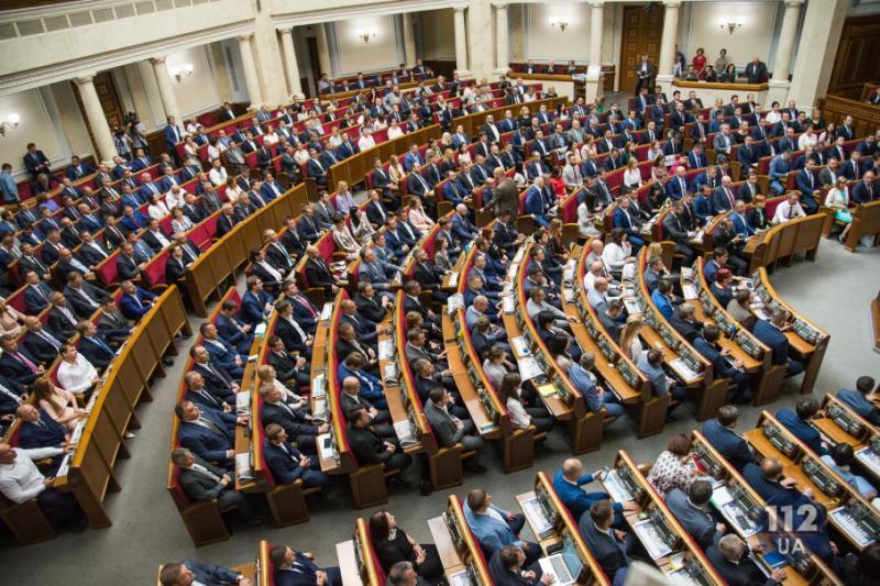 Гарячі sms: Про що переписуються народні депутати в залі засідань