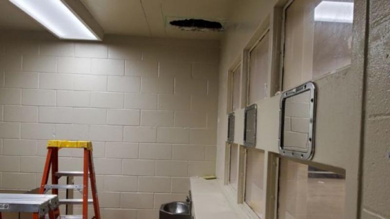 У США в'язні втекли з тюрми через дірку у вбиральні