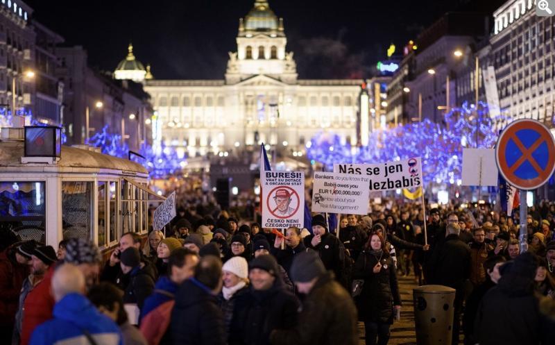 У Празі тисячі людей вимагають відставки прем'єр-міністра Чехії
