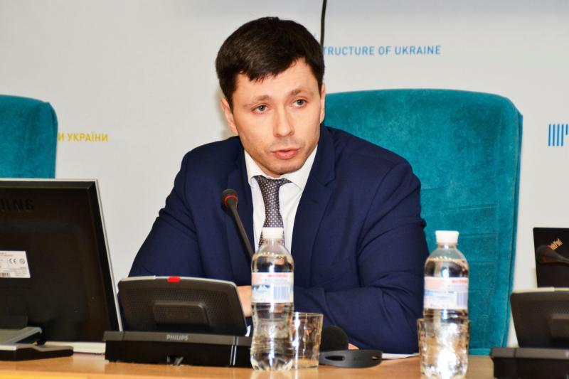 Маємо змінити модель організації приміських перевезень, - Дмитро Абрамович