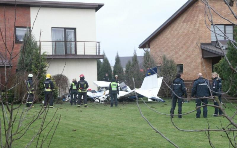 У Литві спортивний літак впав у двір житлового будинку, 2 загиблих