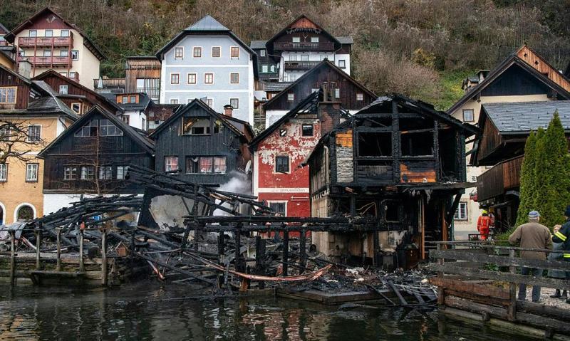Австрія: велика пожежа спалахнула в туристичному містечку Гальштат
