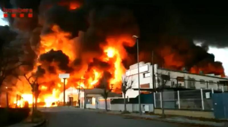 Поблизу Барселони горить завод з переробки відходів, є ризик витоку токсичних речовин