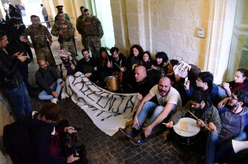 Активісти увірвалися до будівлі офісу прем'єра Мальти
