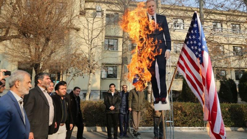 В Ірані спалили зображення посла Британії