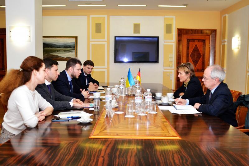 Міністр інфраструктури України Владислав Криклій провів зустріч із послом Німеччини в Україні Анкою Фельдгузен
