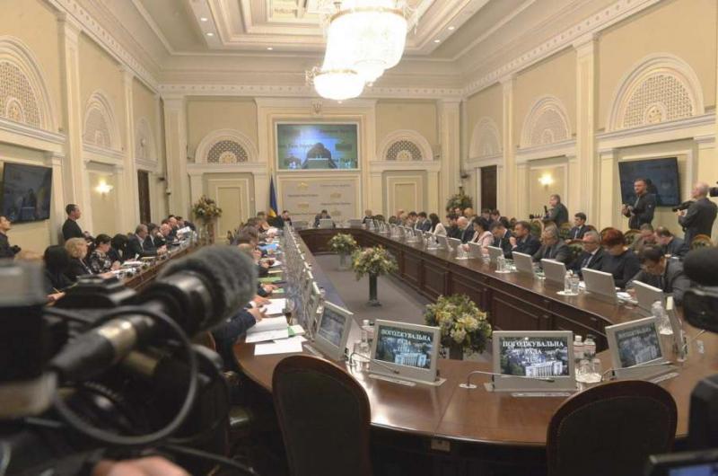 Сподіваюсь на консолідовану та ефективну роботу Парламенту цього тижня, - Дмитро Разумков