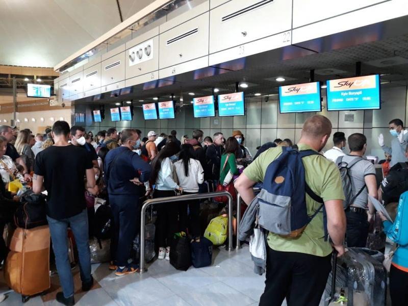 """Українців вивозять з Єгипту, зранку вже 5 літаків на """"Бориспіль"""" - Кулеба"""