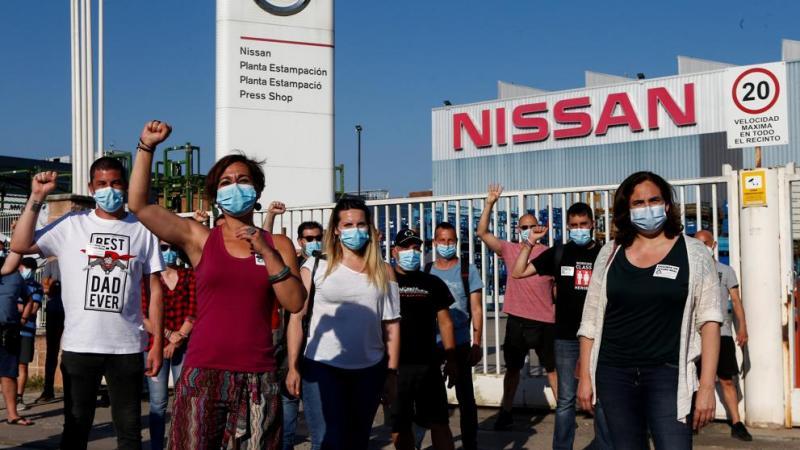 У Барселоні сотні людей палять шини і протестують проти закриття автозаводу