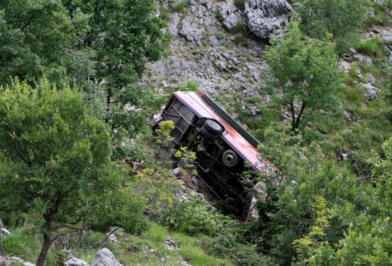 У Чорногорії зіткнулися автобус і авто: двоє загиблих, 26 постраждалих