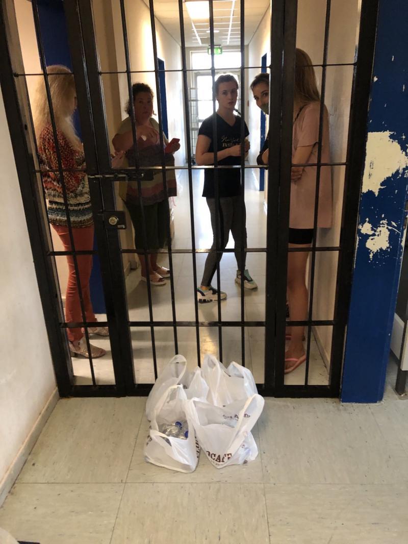 17 українців провели другу ніч в ізоляторі аеропорту Афін
