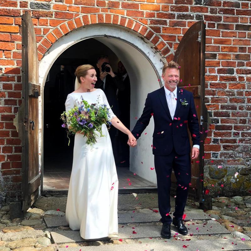 Прем'єрка Данії, чиє весілля переносили двічі, нарешті вийшла заміж