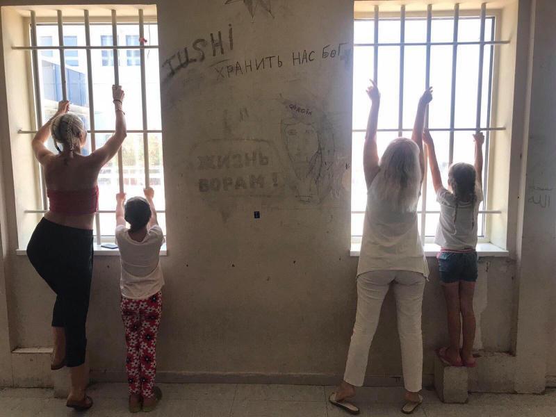 Третя доба затриманих українців в аеропорту Афін: чекають на рейси 7 липня