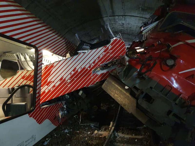 Швейцарія: 2 поїзди зіткнулися в гірському залізничному тунелі
