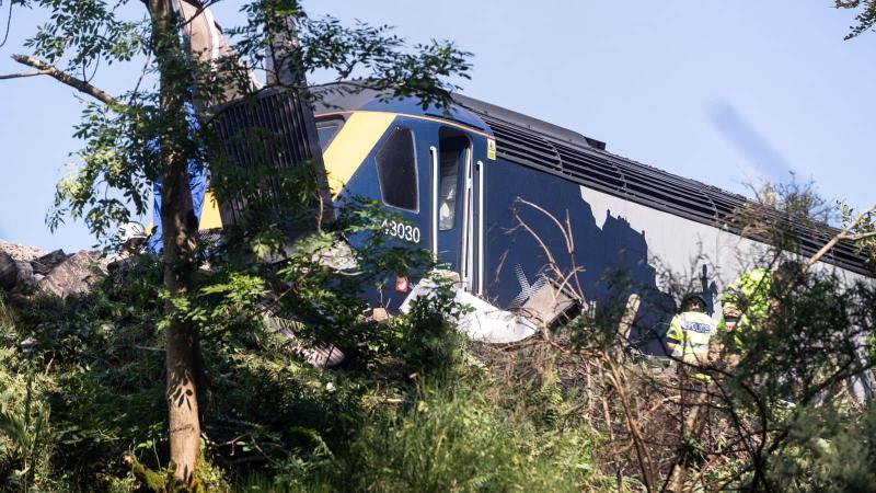 Кількість загиблих в аварії потяга у Шотландії зросла до 3, постраждали 6 осіб