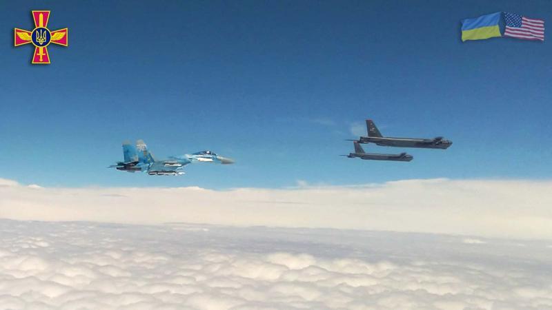 Стратегічні бомбардувальники США проводять навчання в повітряному просторі України