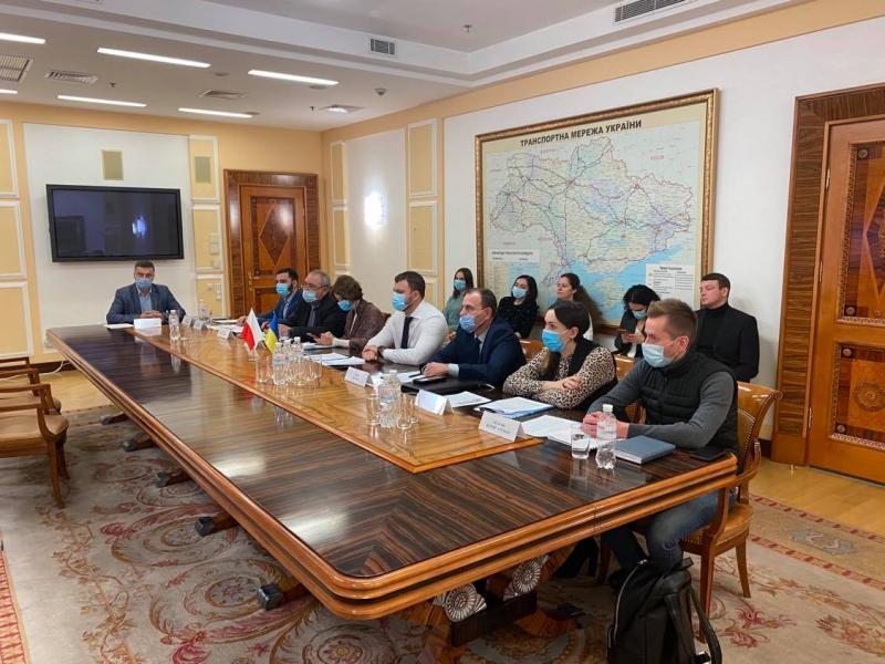 Польща має припинити обмеження транзиту для українських перевізників, - Владислав Криклій