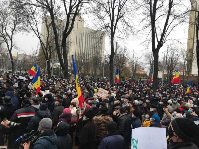 Парламент Молдови схвалив закон, який зменшує повноваження президентки Санду