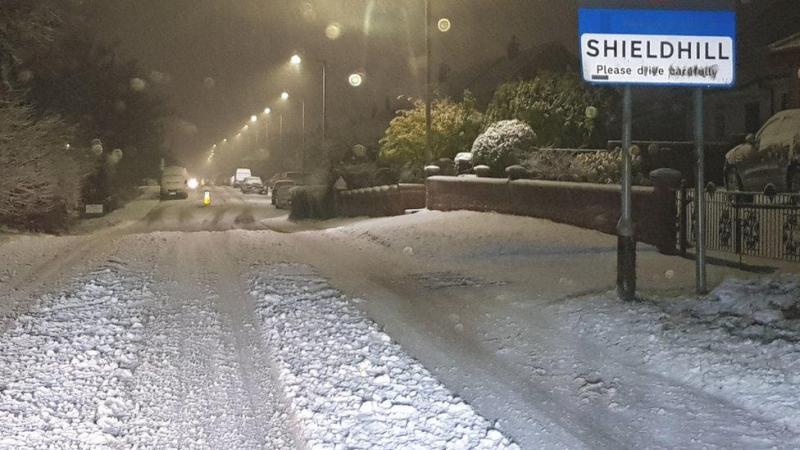 У Шотландії поліція закликає людей відкласти поїздки через сильні снігопади