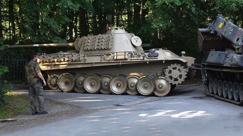 У Німеччині судять 84-річного чоловіка, який ховав вдома нацистську зброю і танк