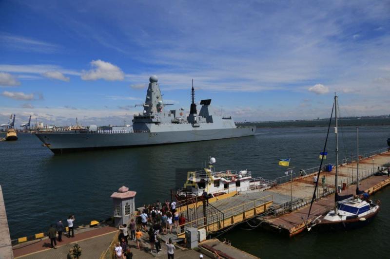 До порту Одеси зайшли два кораблі НАТО