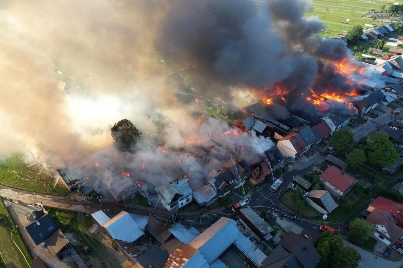 У Польщі внаслідок великої пожежі у селі постраждали більше 40 будівель