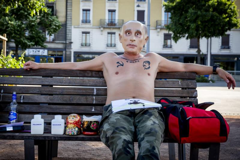 Противники Путіна протестували в Женеві напередодні саміту з президентом США